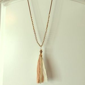 Decorative flowy necklace